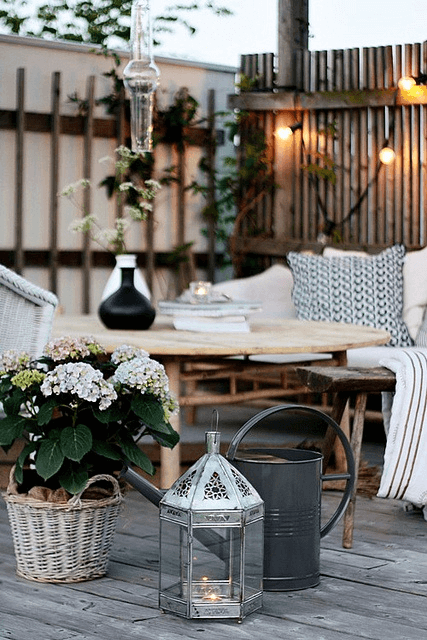 JOYFUL SUMMER FRONT PORCH DECORATING IDEAS WITH DINING TABLE