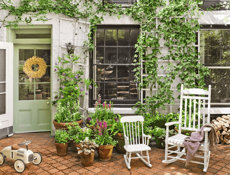 URBAN FRONT PORCH DECOR IDEAS ON A BUDGET