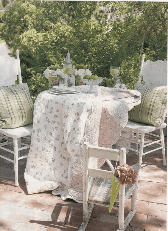FLORAL AND STRIPED TEXTILES FOR SHABBY CHIC PORCH DECOR IDEAS