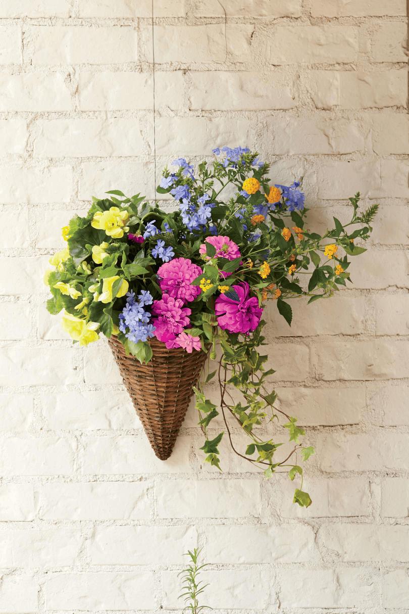 HANGING FLOWER PLANTS FRONT PORCHES DECORATION IDEAS