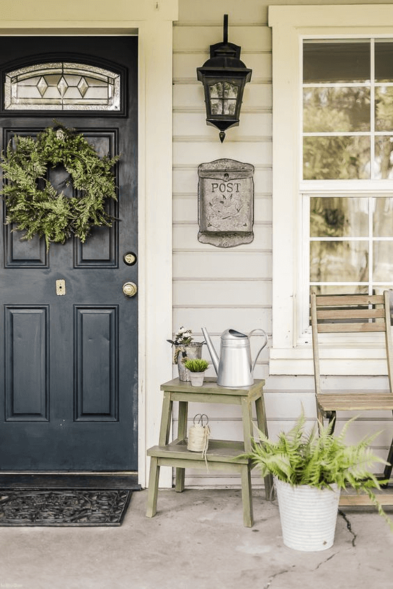 OLD LANTERN AND POTTED PLANTS FARMHOUSE PORCH DECOR IDEAS
