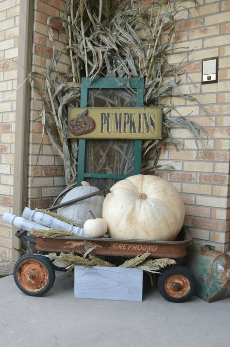 PUMPKINS ON RUSTY WAGON FARMHOUSE PORCH DECOR IDEAS