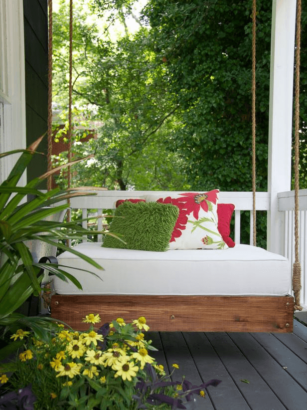 SHABBY CHIC DECOR WITH PORCH SWING AND POTTED FLOWER DECOR IDEAS