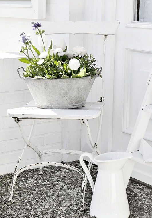 SHABBY CHIC PORCH DECOR IDEAS WITH OLD CHAIR AND WHITEWASHED AS A VASE