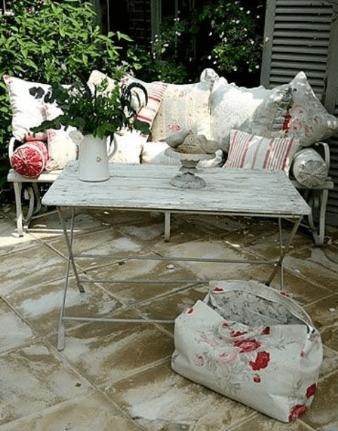 SHABBY WHITEWASHED TERRACE TABLE FRONT PORCH DECOR IDEAS