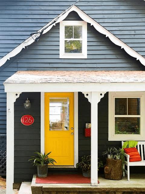 BRIGHT CONTRAST TINY HOUSE PORCH DESIGN IDEAS