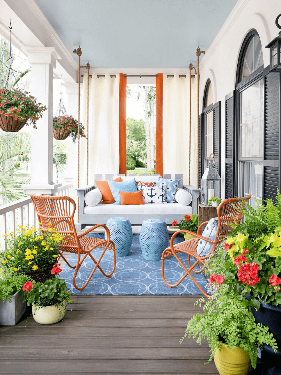DIY PORCH DECOR IDEAS FOR SPRING AND SUMMER WITH PLAY COLORS
