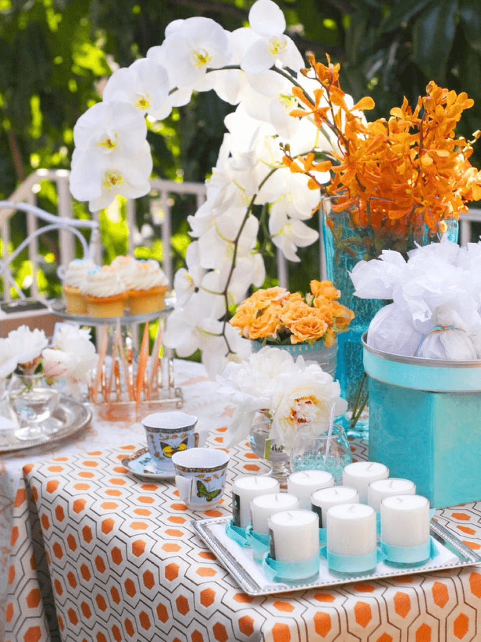 GIFTS TABLE IDEAS FOR PORCH PARTY DECOR
