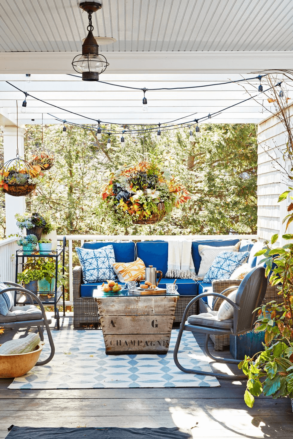 HANGING FLOWERS PORCH PARTY DECOR IDEAS