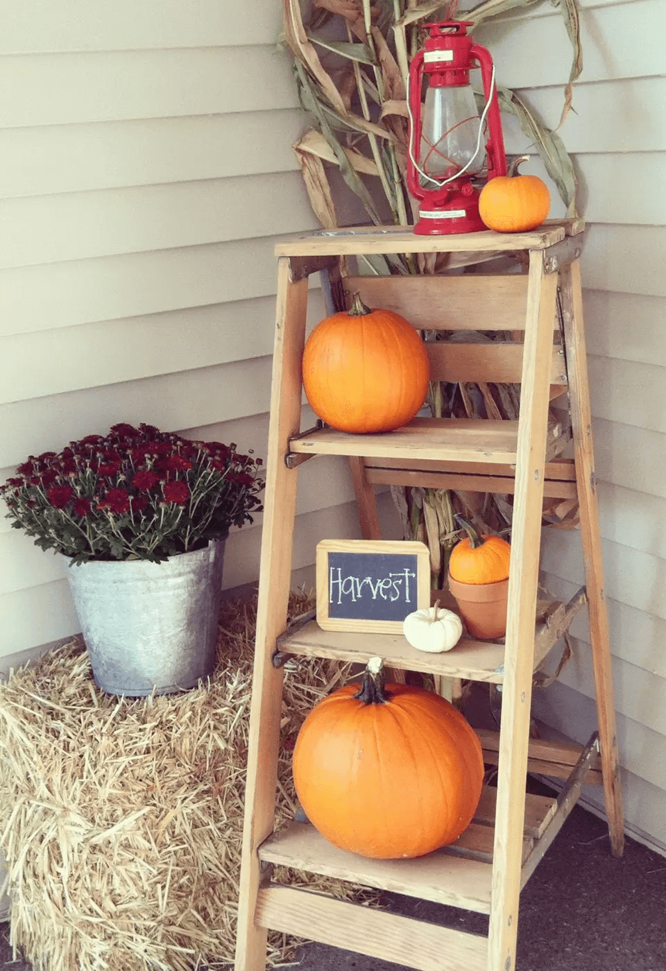PUMPKINS AND LADDER FOR DIY PORCH DECOR IDEAS ON A BUDGET FALL AND WINTER