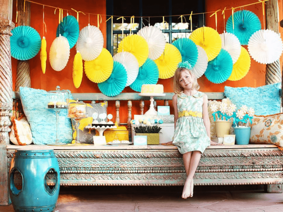 WHITE, BLUE, AND YELLOW THEME PORCH DECOR IDEAS FOR PARTY
