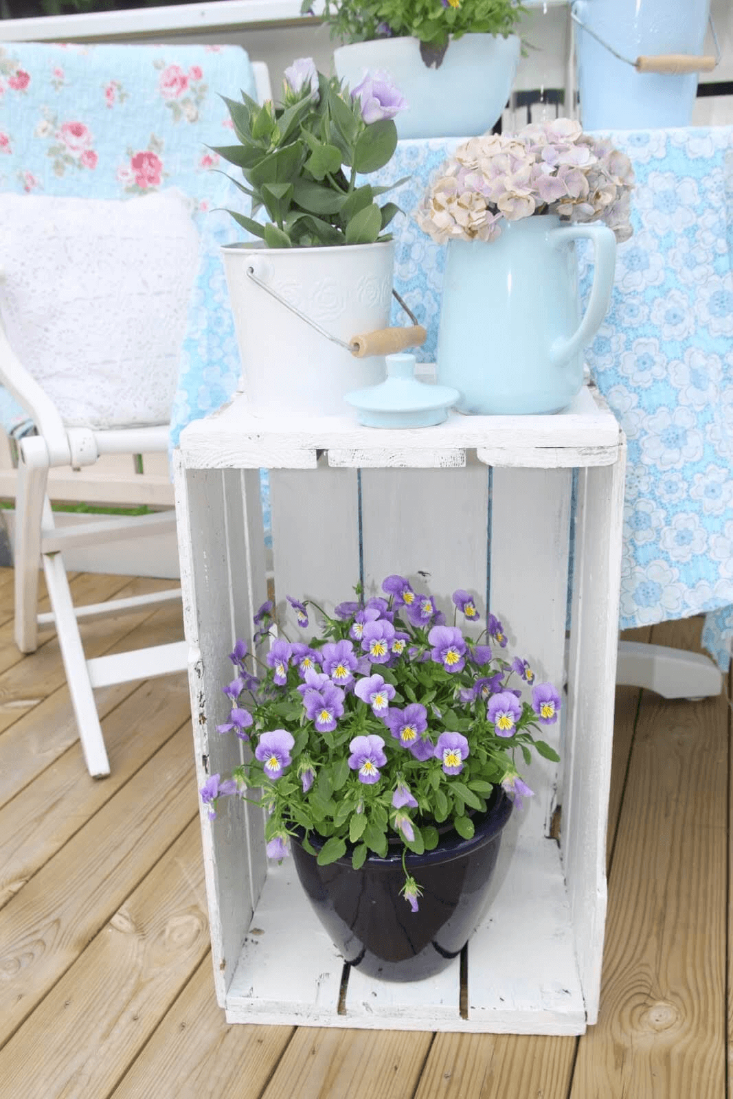 WOODEN CRATE STAND DIY PORCH DECOR IDEAS FOR SUMMER AND SPRING