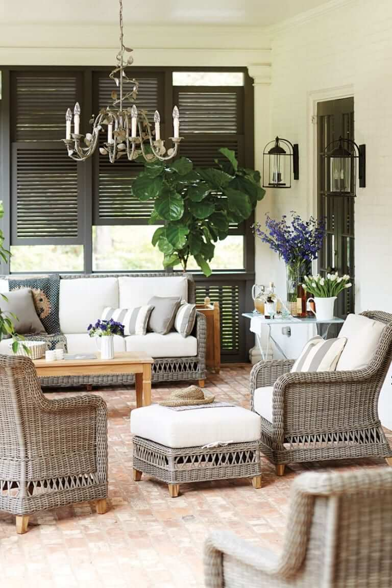 CLASSIC FRONT PORCH SEATING DESIGN IDEAS