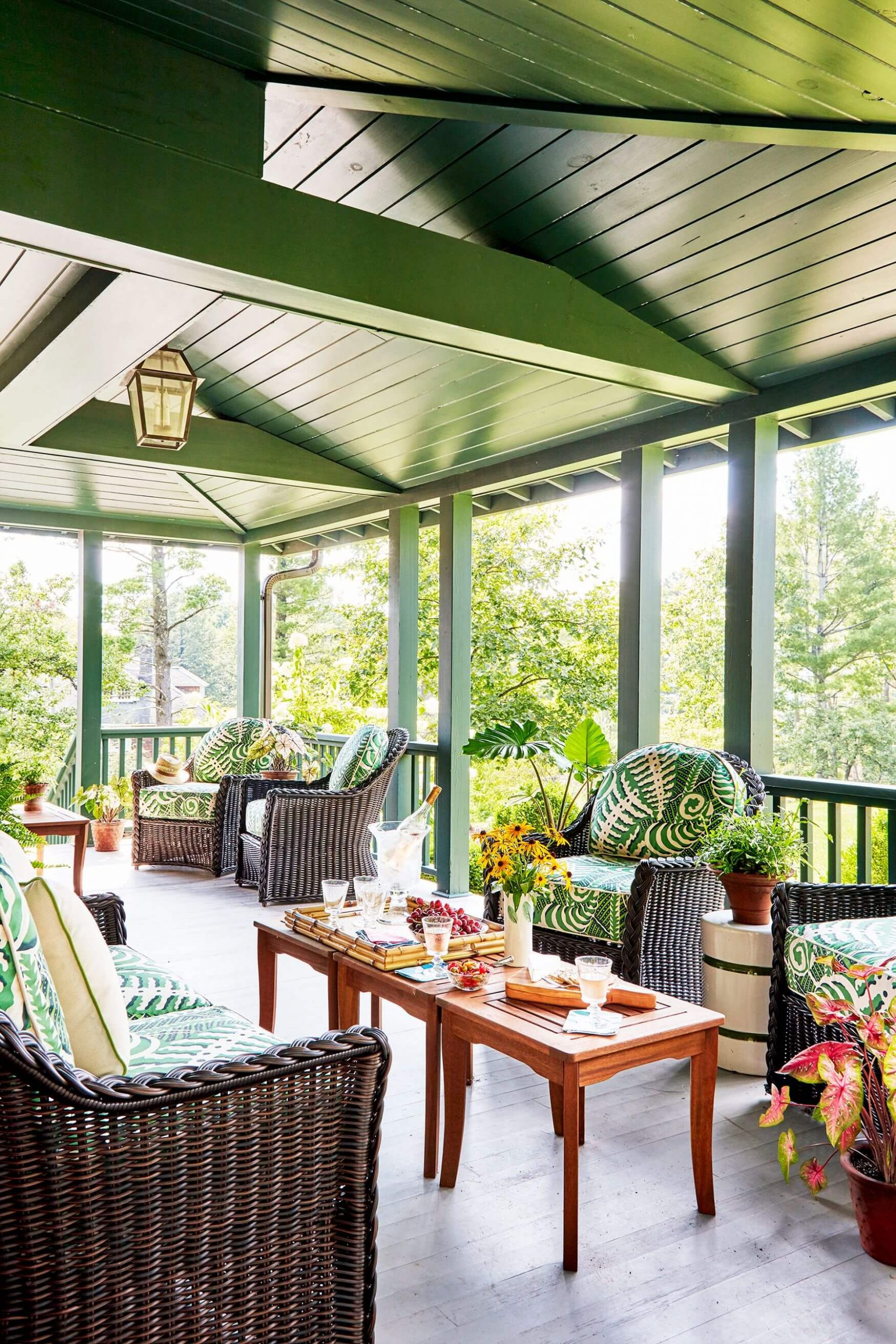 MULTIPLE FRONT PORCH SEATING AREA