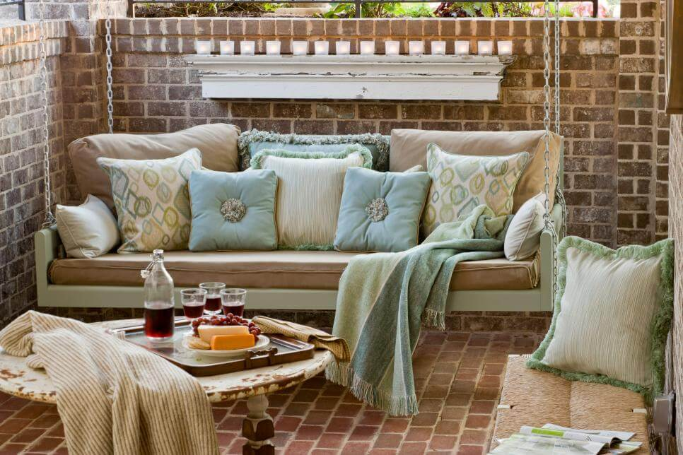 SWING FRONT PORCH SEATING IDEAS