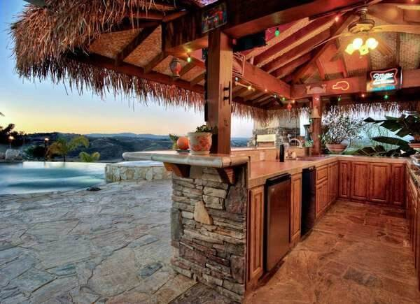 DIY PORCH AWNING IDEAS WITH TIKI HUT ROOF