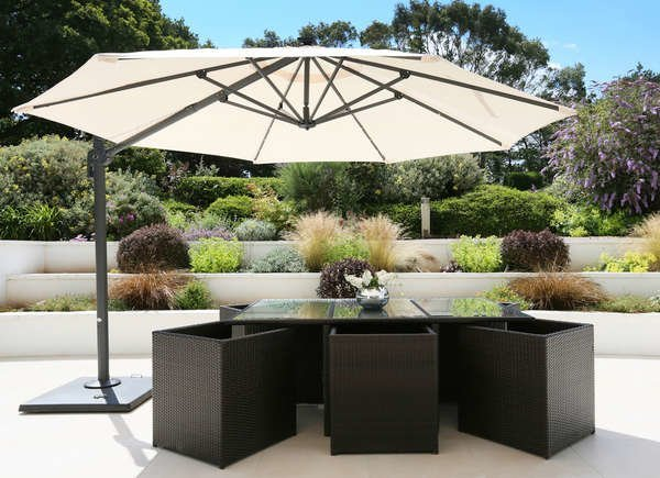 DIY PORCH AWNING IDEAS WITH UMBRELLA FOR SELF PROTECTION FROM THE SUNLIGHT