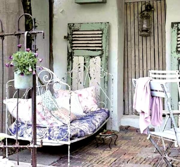 WROUGHT IRON DAYBED PATIO FURNITURE IDEAS