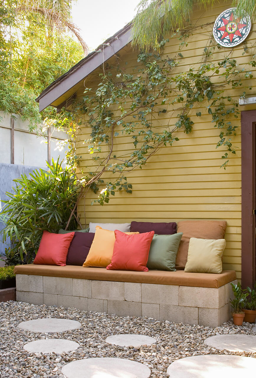SIMPLE OUTDOOR SEATING FOR PATIO DESIGN IDEAS ON A BUDGET