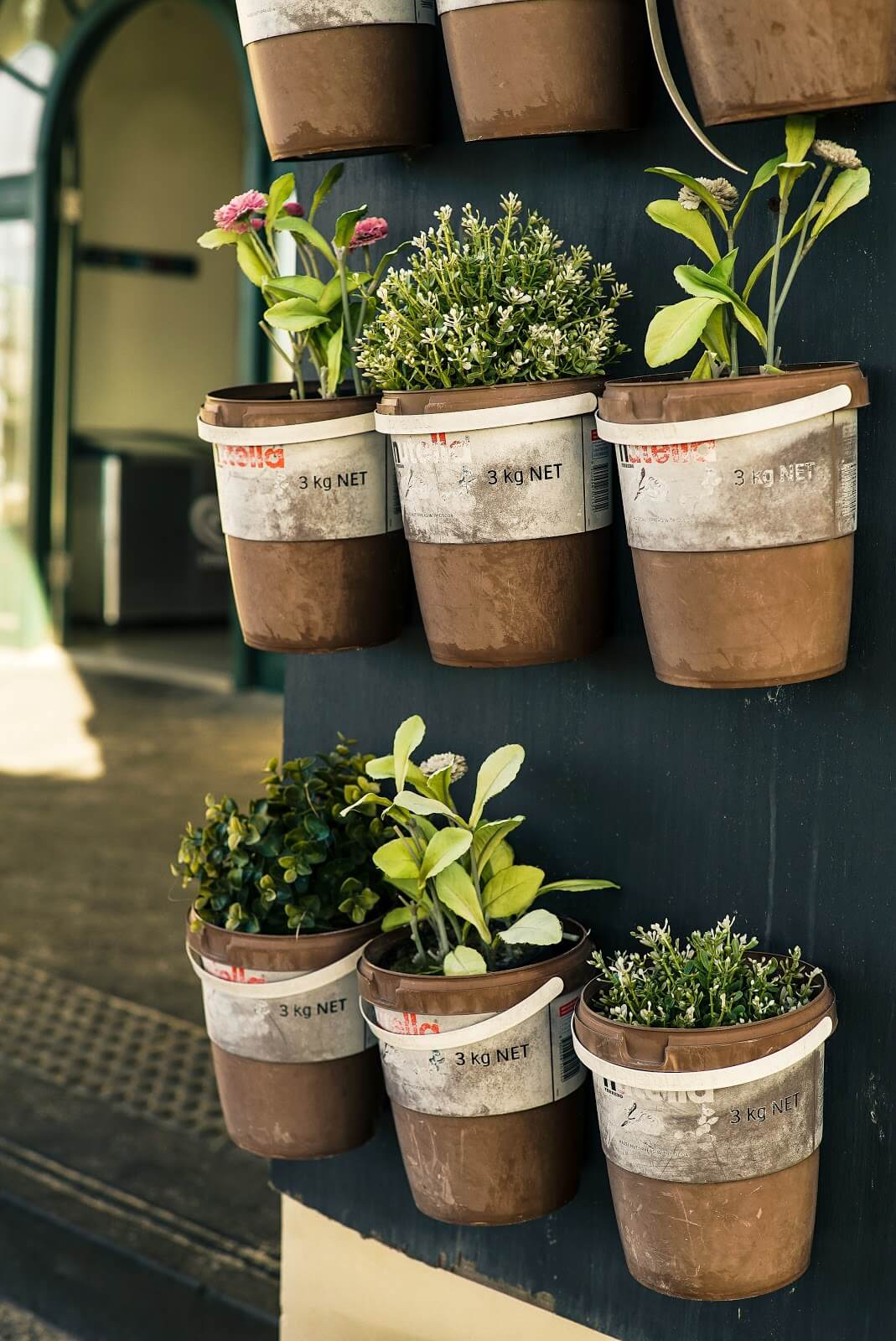 VERTICAL MINI GARDEN IDEAS FOR PATIO ON A BUDGET