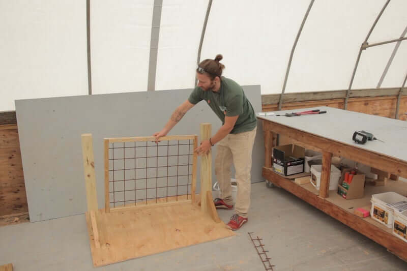 CREATE FRAME FOR THE PANEL HOG WIRE DECK RAILING