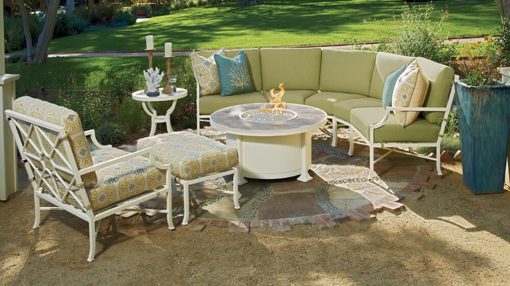 O. W. Lee Hyde Park Patio Set with Fire Pit