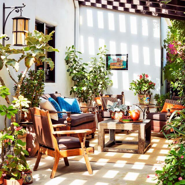 CHOOSE THE BEST LIGH TO MAKE PATIO LOOK MORE BEAUTIFULL