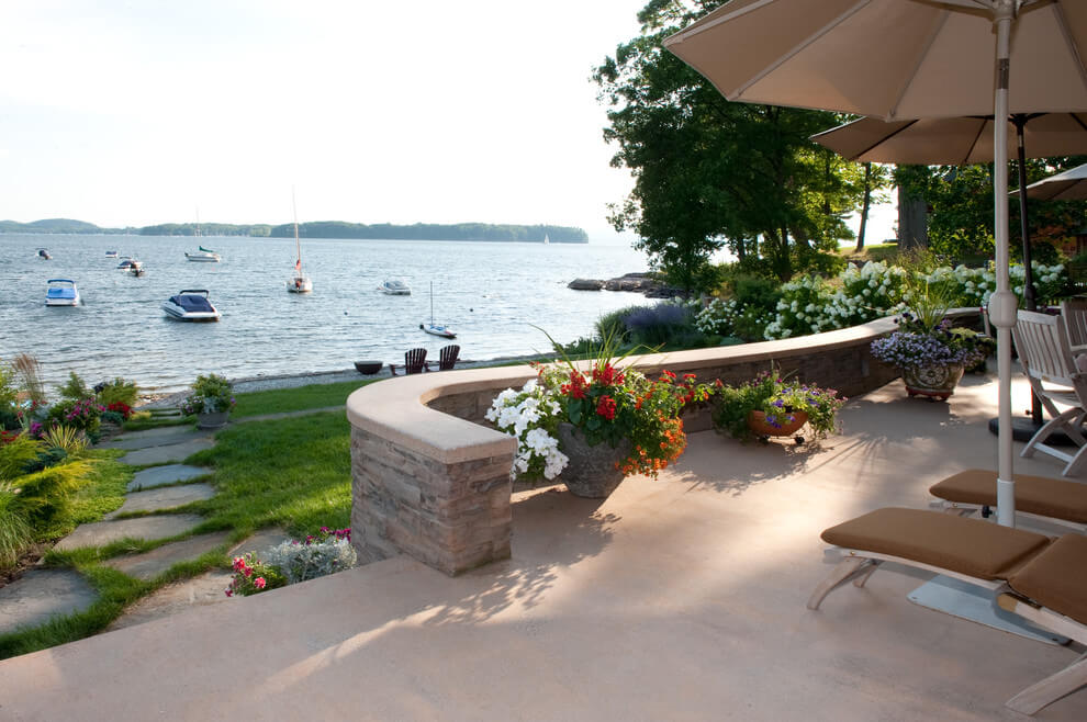 HOW TO MAKE A PATIO LOOK MORE BEAUTIFULL WITH REFINISH THE CONCRETE
