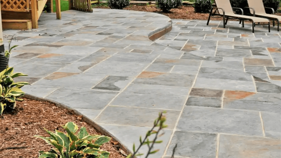 HOW TO REMOVE GREASE STAINS ON THE CONCRETE PATIO