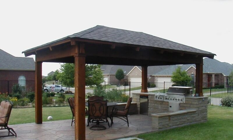 TRADITIONAL ACCENT HIGHLIGHT FREE STANDING PATIO COVERS