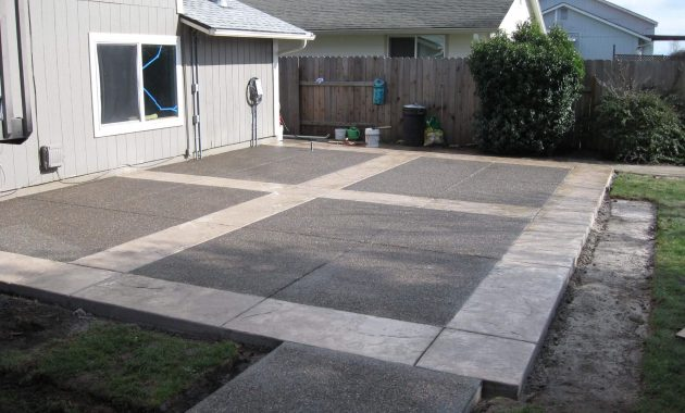 USING BAKING SODA TO CLEAN CONCRETE PATIO