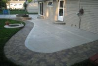 USING MIXTURE OF BAKING SODA AND BLEACH TO CLEAN CONCRETE PATIO