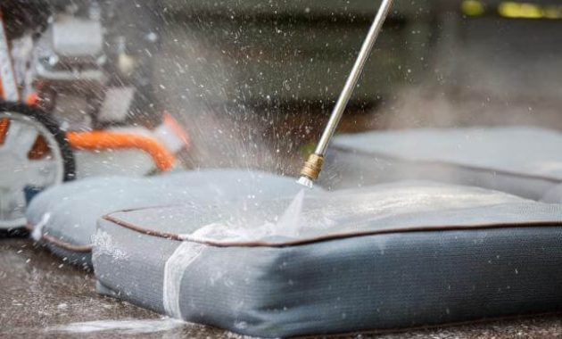 HOW TO CLEAN PATIO CUSHIONS STEP BY STEP USING THE MACHINE