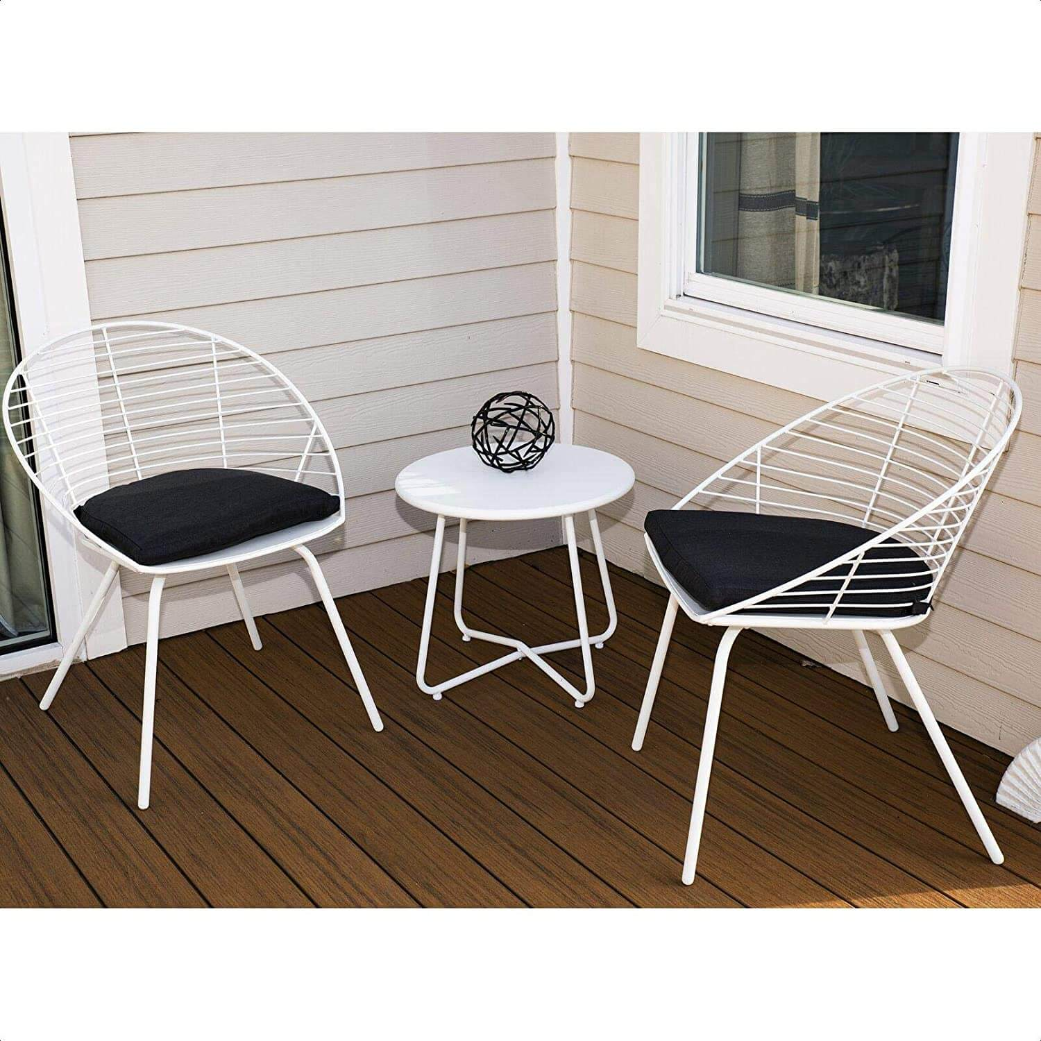 THE MINIMALIST ROUND PATIO TABLE AND CHAIRS
