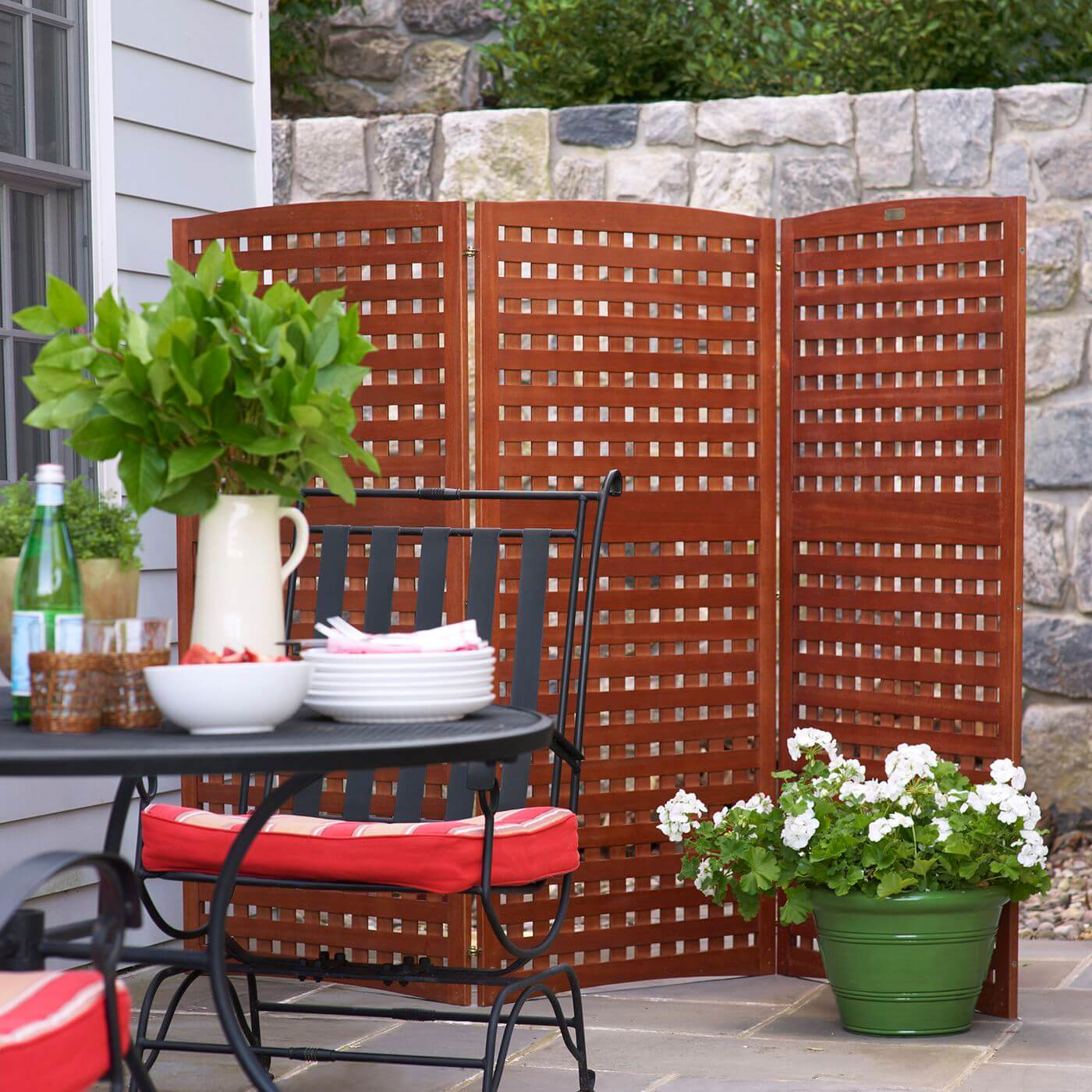 BRING OUT THE PORTABLE PANELS FOR INEXPENSIVE PATIO SHADES IDEAS
